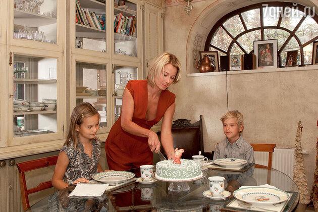 «В дом, где пахнет пирогами, свежезаваренным кофе и ванилью, возвращаться приятней»