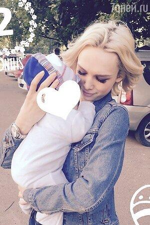 Диана Шурыгина с сыном Александры Холошиной Аланом