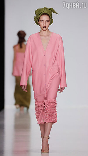 Модель показа Ruban в рамках Mercedes-Benz Fashion Week
