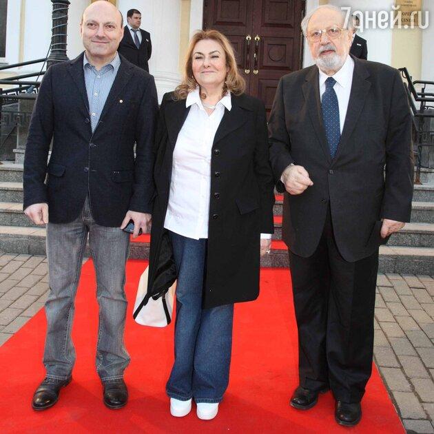 Рустам Ибрагимбеков с женой Шохрет и сыном Фуадом