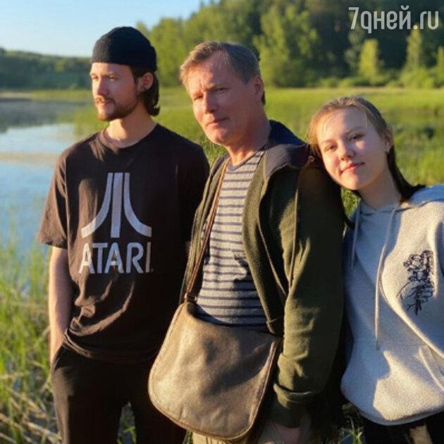 Игорь Гордин с сыном Андреем и дочкой Таисией