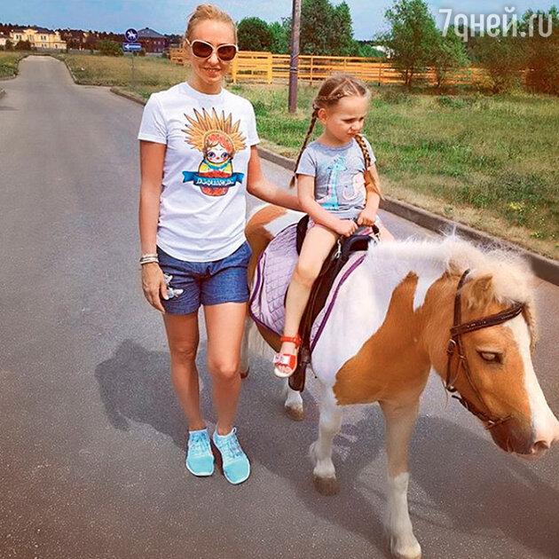 Татьяна Навка сдочкой Надей