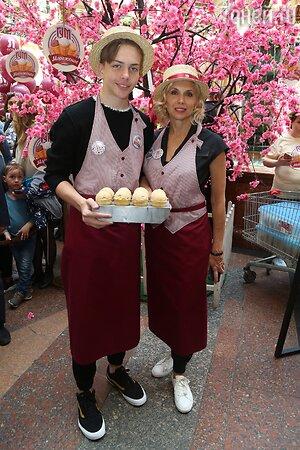Алена Свиридова с сыном Гришей