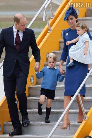 Принц Уильям с герцогиней Кембриджской и детьми: принцем Джорджем и принцессой Шарлоттой