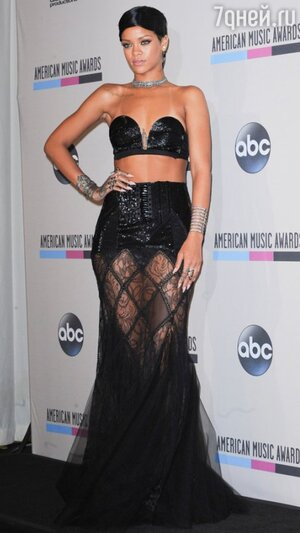 Рианна в наряде от Jean Paul Gaultier на премии American Music Awards 2013
