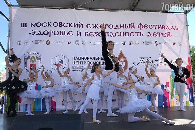"Карим Абдуллин (Большой театр) и ученицы ""Мастерской балета Егора Симачева"""