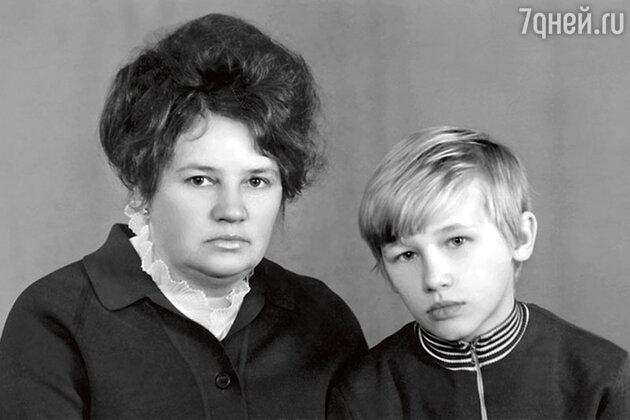 Олег Фомин с матерью