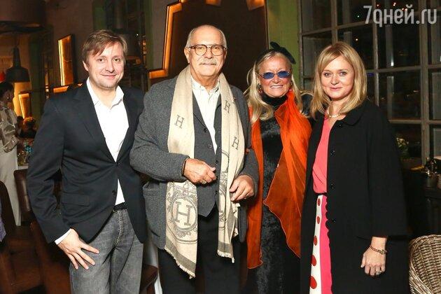 Никита Михалков с женой Татьяной и детьми: Артемом и Анной