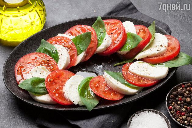 Рецепт салата Капрезе — одного и самых главных итальянских кулинарных шедевров.