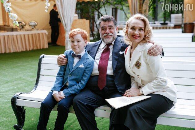 Михаил Куснирович, Екатерина Моисеева и их младший сын Марк