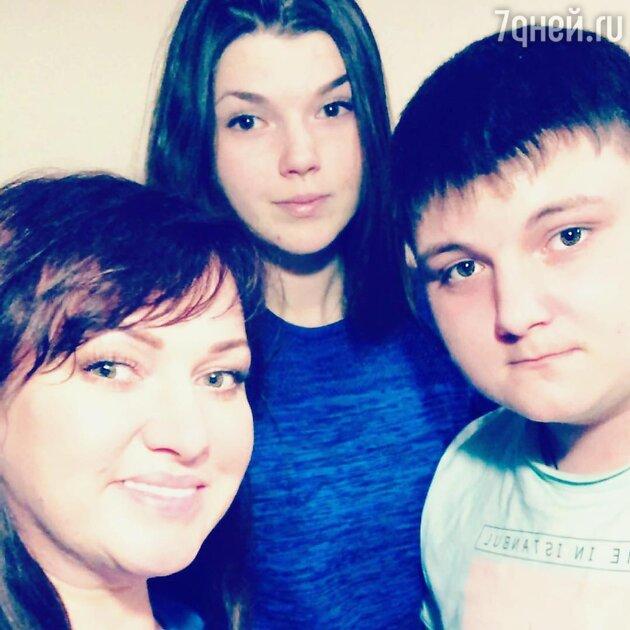 Ольга Картункова с сыном Александром и дочкой Викторией