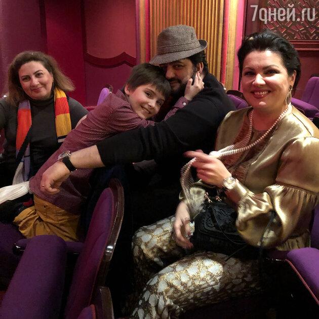 Анна Нетребко с мужем Юсифом Эйвазовым и сыном Тьяго