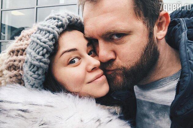 Денис Шведов с женой Александрой