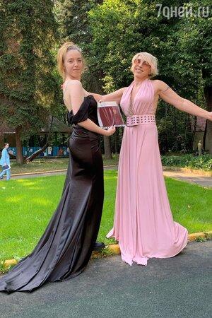 Елена Воробей с дочерью Софией - фото