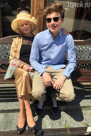 Светлана Немоляева с внуком Сергеем
