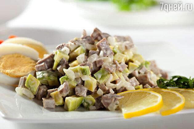 Мясной салат с картофелем и огурцами
