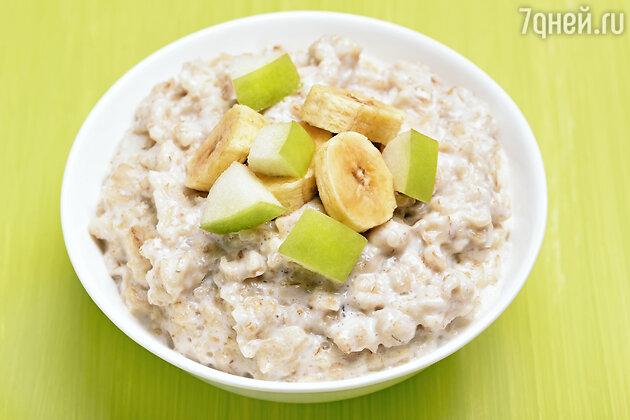 Овсяная каша с фруктами: рецепт полезного и питательного завтрака от блогера Саши Кабаевой. фото