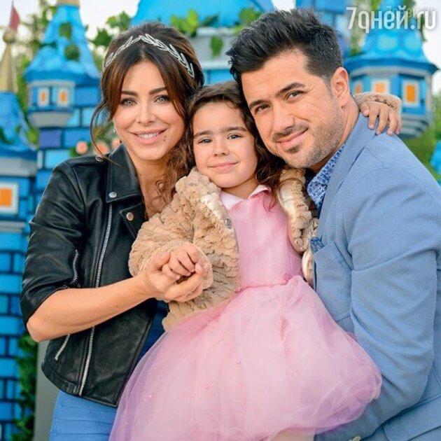 Ани Лорак с мужем Муратом и дочкой Софией