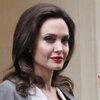 Бывшая няня детей Джоли поделилась скандальными подробностями жизни звездной семьи