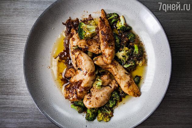 Курица с брокколи в черном перце: рецепт от Александра Бельковича. фото