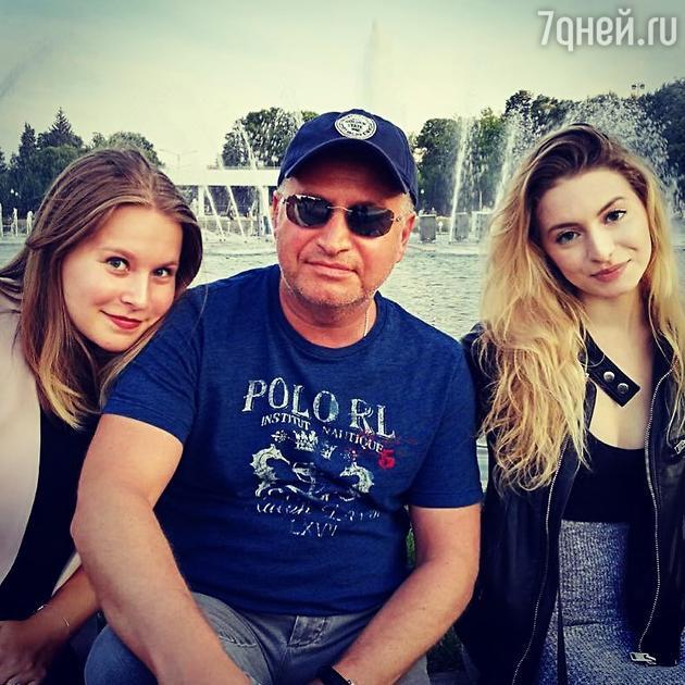Леонид Агутин с дочками Елизаветой и Полиной