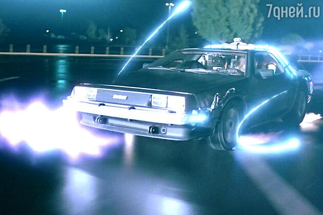 Сразу после премьеры первая часть трилогии, рассказывающая про неожиданное путешествие Макфлая на созданной Доком Брауном машине времени из 1985-го в 1955-й, стала культовой