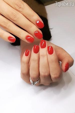 Красный привлечет внимание к вашему образу, подчеркнет страстную натуру.