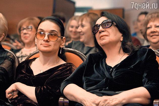 Вдова Алексея Баталова Гитана с дочерью Марией
