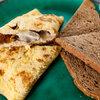 Французский омлет с сыром и грибами: рецепт от Александра Бельковича