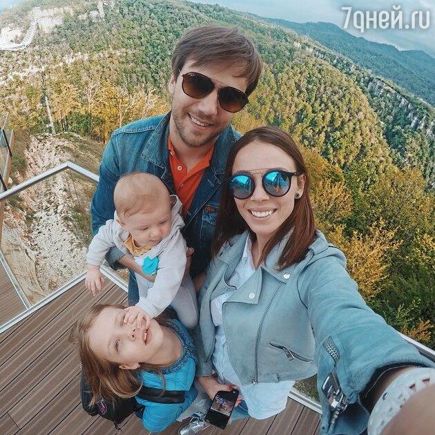 Иван Жидков с Лилией и детьми: Степаном и Машей