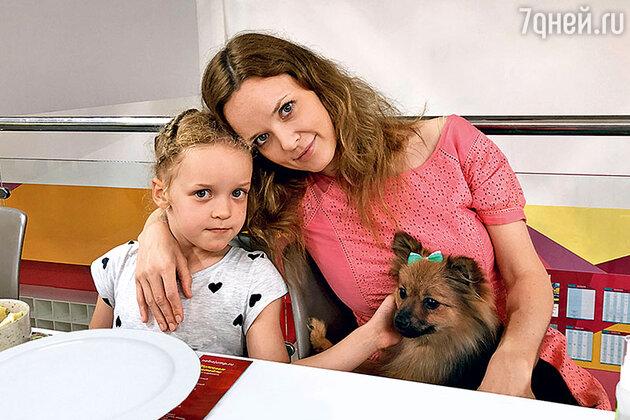 Анна Здор с дочкой