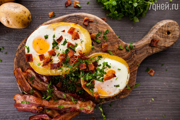 Яичница в картофеле: рецепт от шеф-повара Александра Бельковича