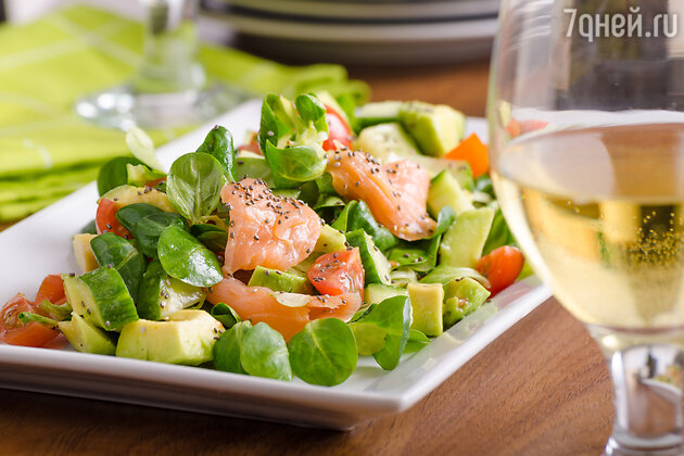 Салат из лосося и авокадо: рецепт от телеведущей Леры Кудрявцевой