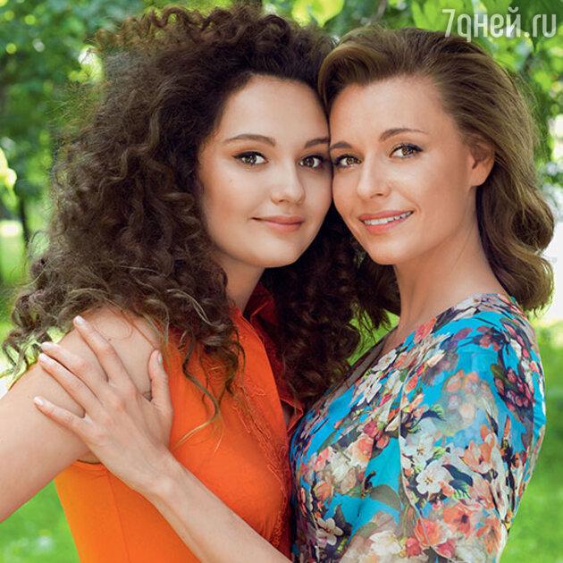 Любовь Толкалина с дочкой Машей Михалковой