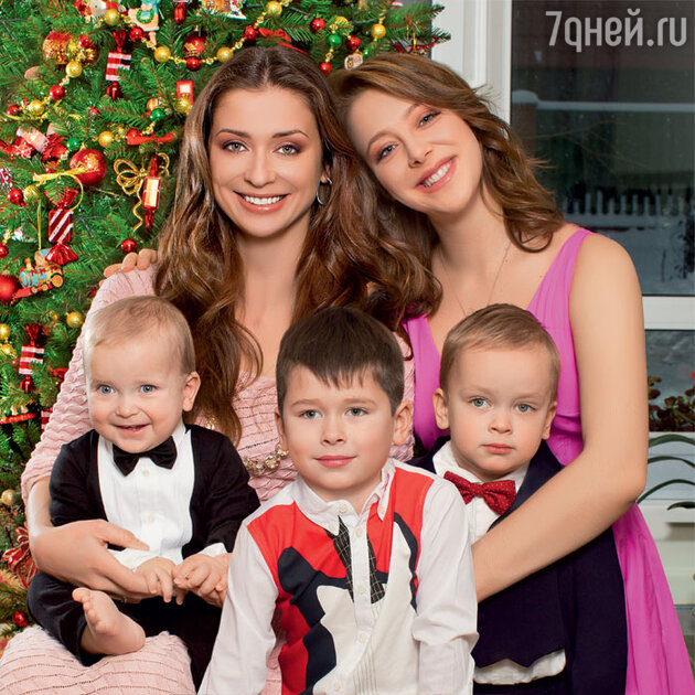 Мария Ситтель с дочкой Дашей и сыновьями Колей, Иваном  Саввой