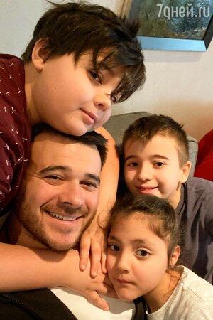 Эмин Агаларов с сыновьями и дочкой Аминой