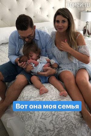 Галина Юдашкина с мужем Петром Максаковым и детьми: Анатолием и Аркадием