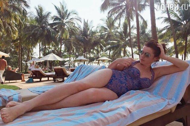 Алена Хмельницкая позирует в купальнике
