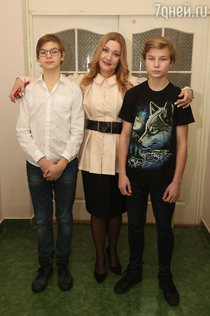Анна Тихонова с сыновьями Вячеславом и Георгием