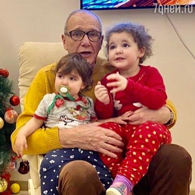 Эммануил Виторган с дочерьми