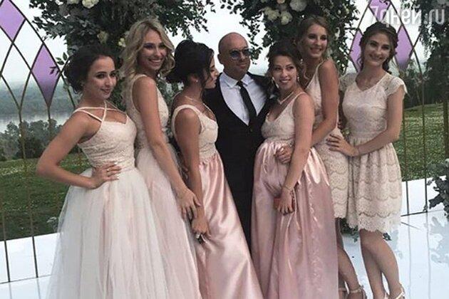 Дмитрий Нагиев с подружками невесты