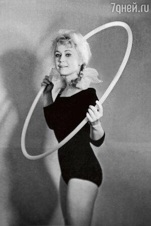 Светлана Немоляева в спектакле «Нас где-то ждут». 1963 г.