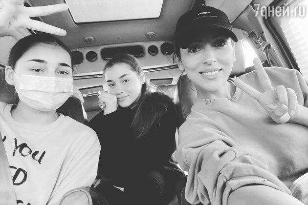 Алсу со своими дочками — фото