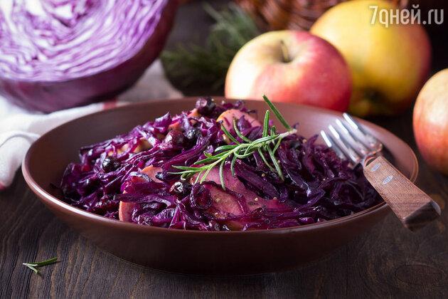Теплый салат из капусты: рецепт вкусного и полезного блюда. фото