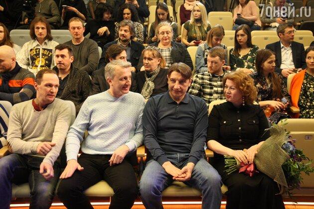 Сбор труппы, В центре - Виталий Егоров и Сергей Угрюмов