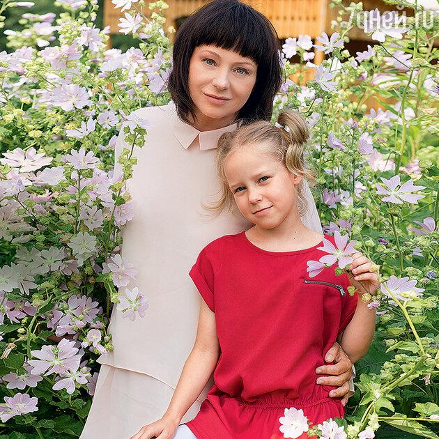 Евгения Добровольская с дочкой Анастасией