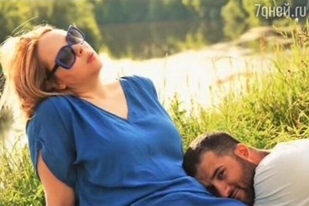 Александра Харатьян с женихом