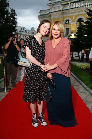 Елена Валюшкина с дочкой