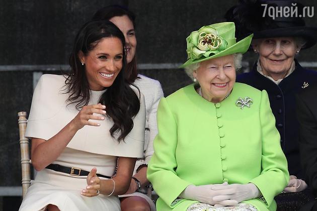Меган Маркл и принц Гарри официально отказались сесть за один стол с королевой