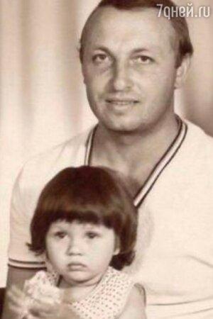 Виктория Боня поделилась архивным детским снимком